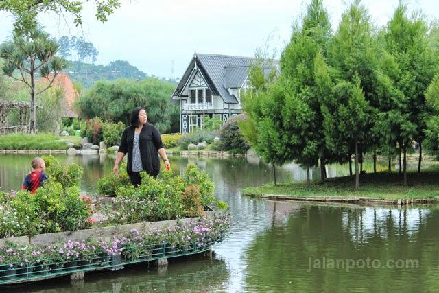 poto-floating-market-lembang