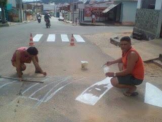 Após reivindicar sinalização de trânsito em Guarabira, moradores não são atendidos e fazem o trabalho por conta própria