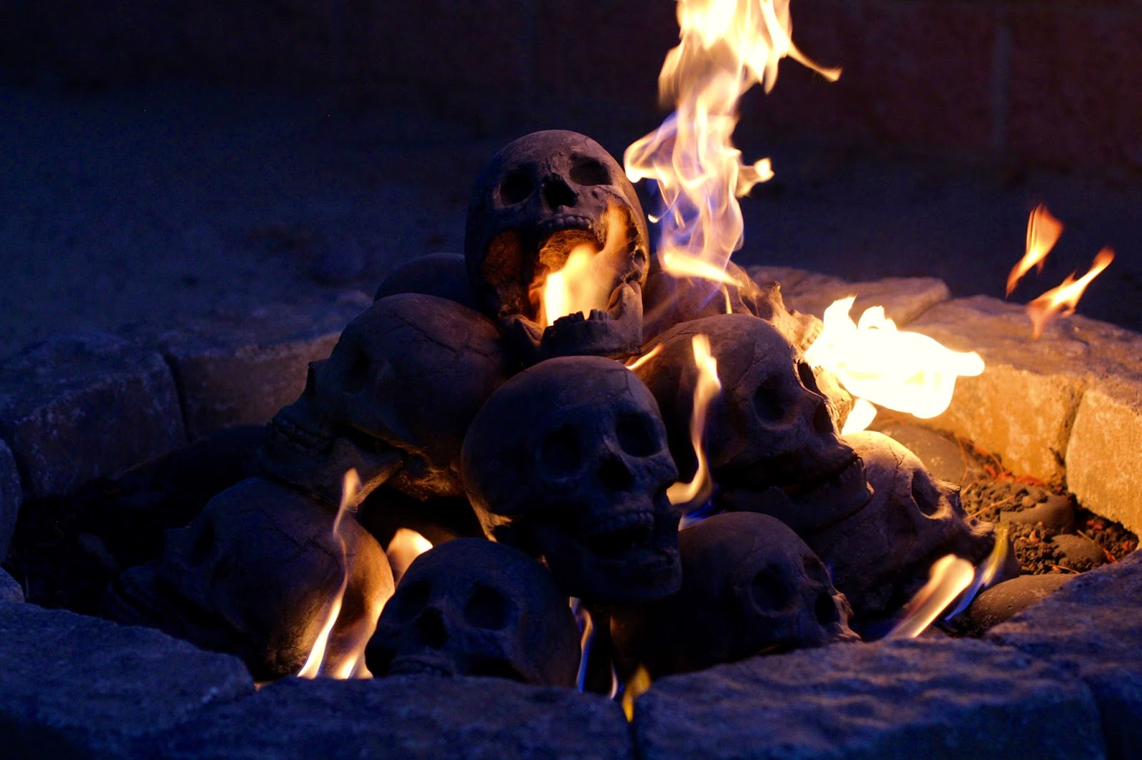 Formation creation inc fire pit kits las calaveras skull fire pit voltagebd Images