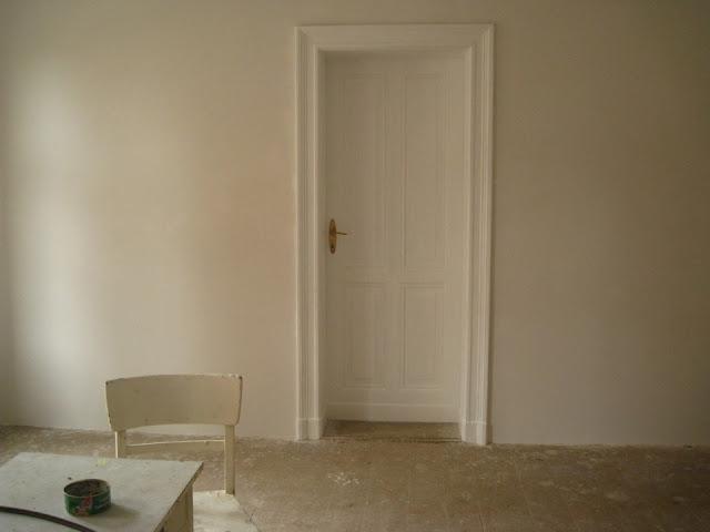 stare drewniane drzwi i framugi