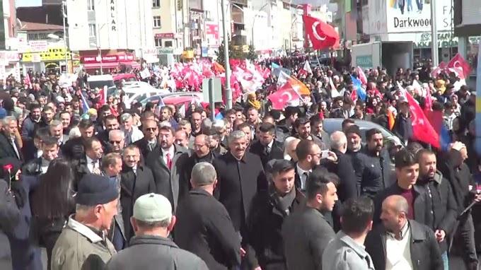 AK Partililer Seçim İrtibat Bürosuna Kadar Yürüdü