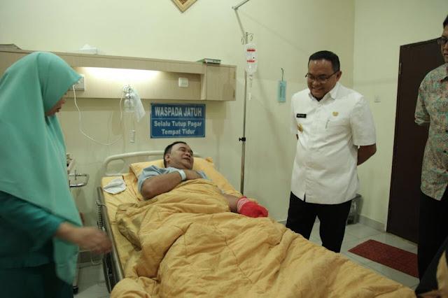 Bupati Muba Besuk Imam Besar Masjid Agung Palembang