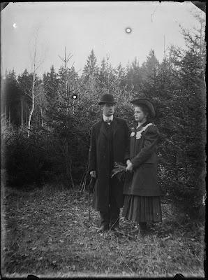 Ausflug in die Umgebung  Mann/Frau - 1910-1930