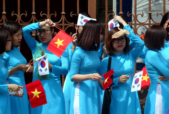 Vietnamese girls in ao dai traditional dress