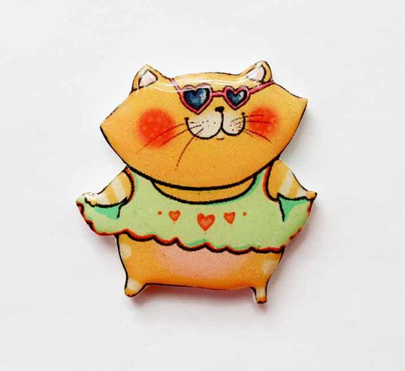 Dinabijushop's polymer clay and resin pin Cat with Sunglasses