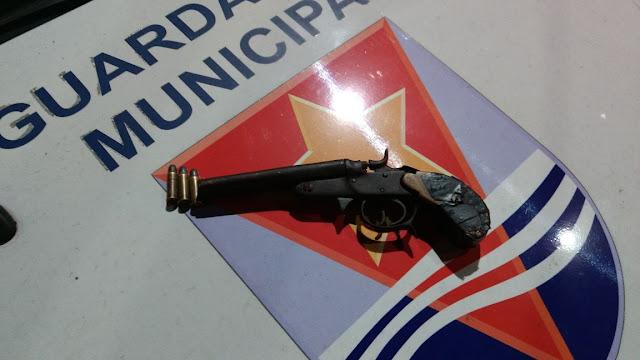 Infrator agride passageiro de coletivo durante roubo e é apreendido pela Guarda Municipal de Vitória (ES)