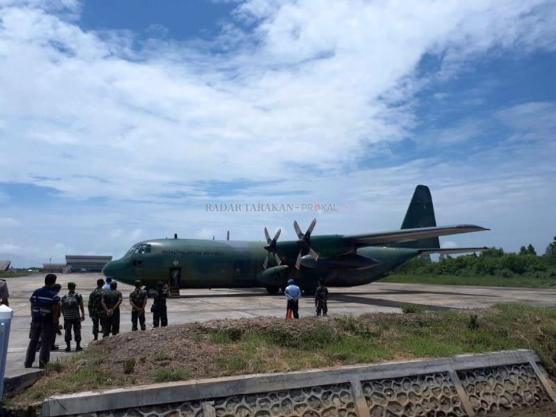 Tentara dari satuan Batalion Ke 11 Rejimen Askar Melayu DiRaja saat tiba di Tarakan, Senin (25/09). (Prokal)