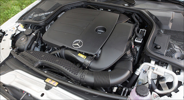 Khoang động cơ Mercedes C200 2019