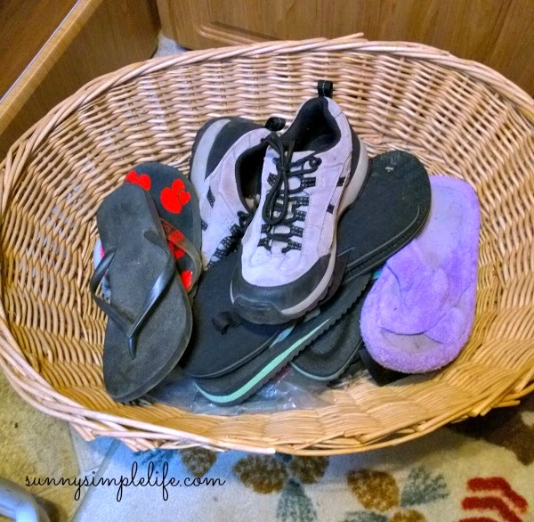 Camping shoe basket