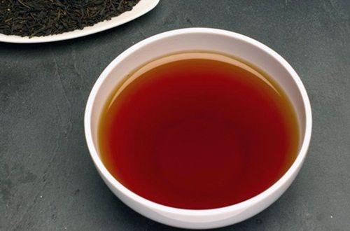 Air teh untuk menghilangkan uban rambut