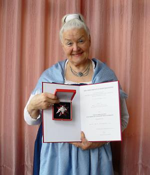 Edda Mally riceve la Gran Decorazione d'Onore dell'Ordine al Merito della Repubblica Austriaca
