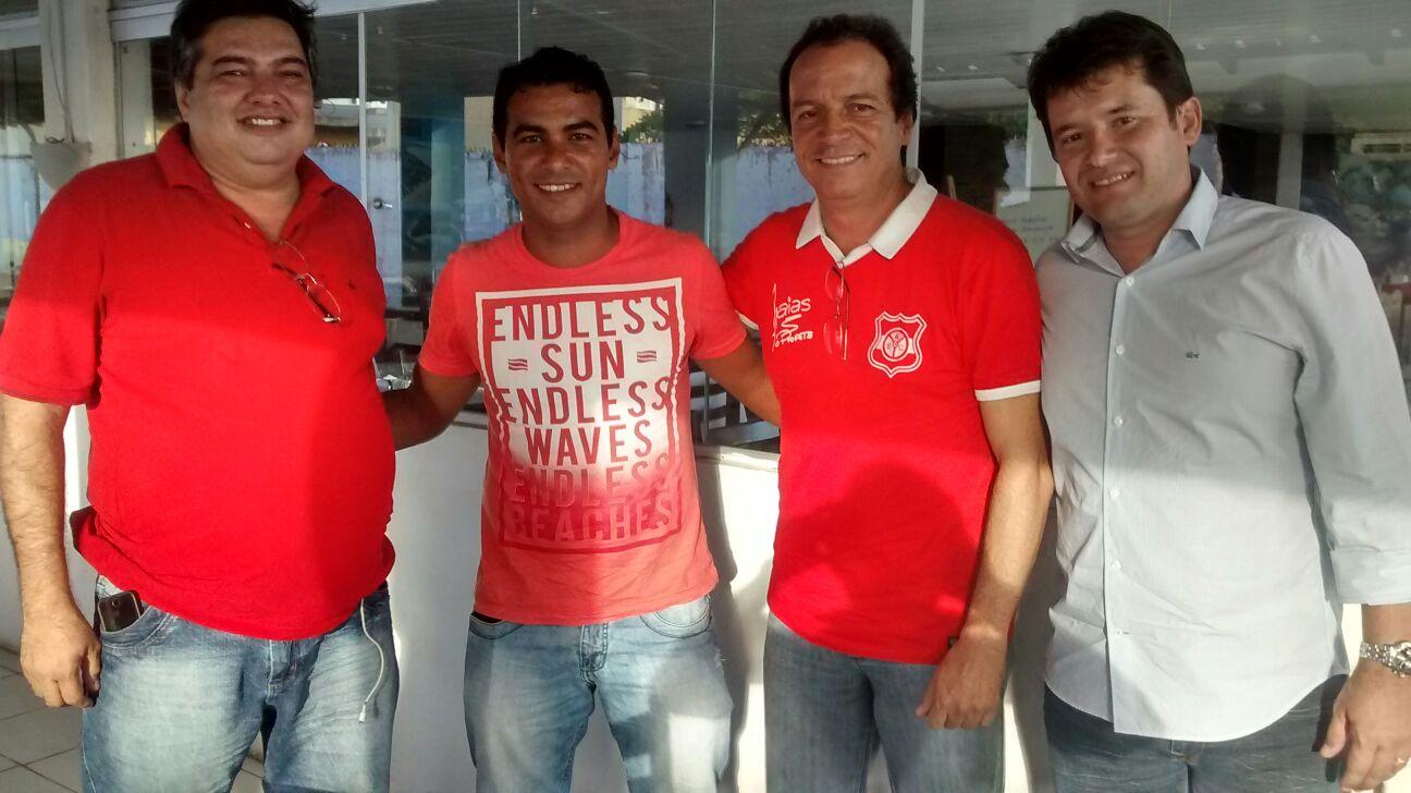 bdeef6a97b0d5 Auto Esporte apresenta atacante com passagens por Palmeiras