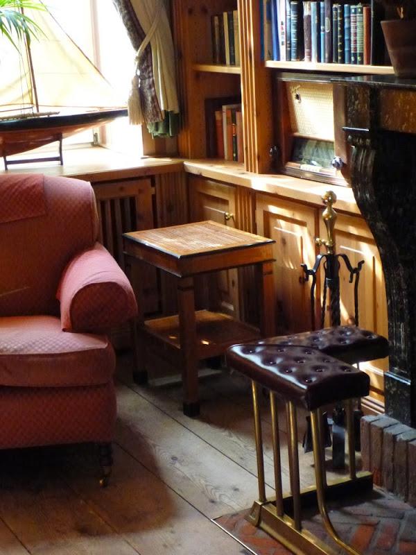 Sessel und Bücher