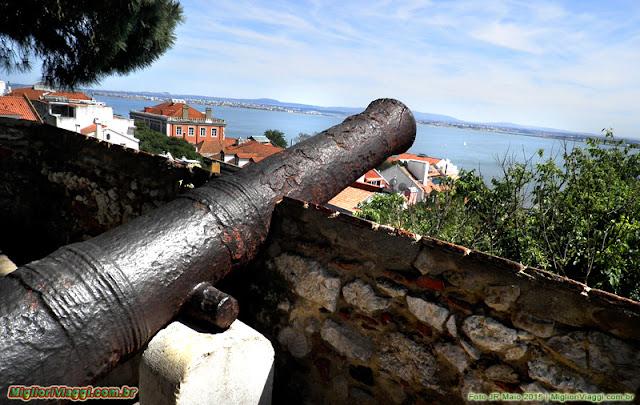 A grandiosa foz do Rio Tejo vista do Castelo São Jorge | Lisboa