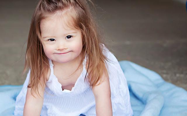 Jolina Mädchen mit Down Syndrom/Trisomie 21