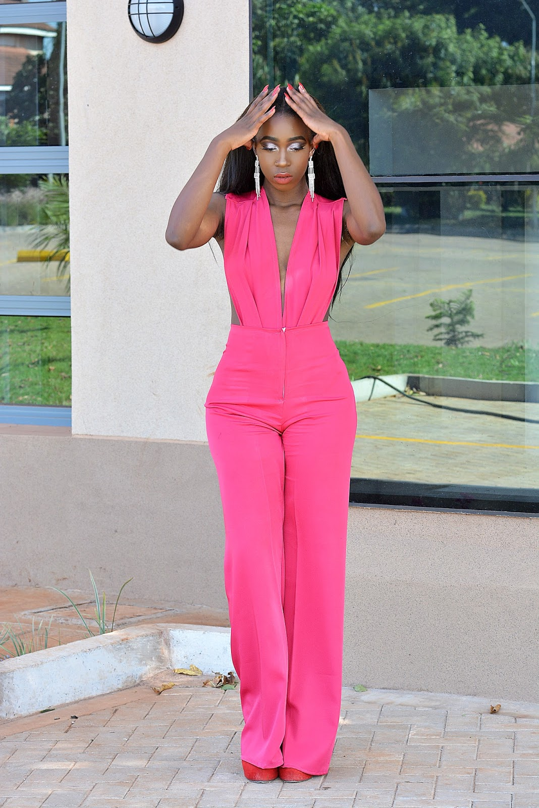 hot pink jumpsuit, kenyan fashion blogger, jumpsuit, plunging neck jumpsuit, open back jumpsuit, choosing the perfect jumpsuit, ezil