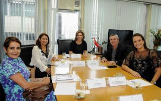 Em reunião com a secretária de estado,Célia Barnes, prefeito Geraldino Júnior solicitou ampliação do CCMI