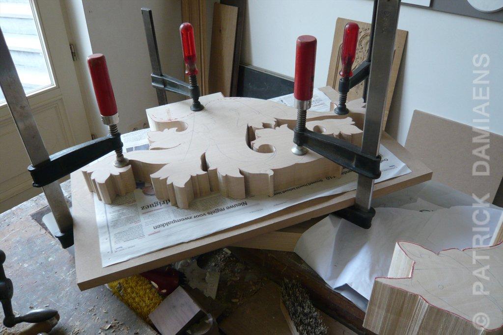 Ornamentsnijder patrick damiaens heraldisch familiewapen in hout gesneden heraldisch - Scheiding houten ...