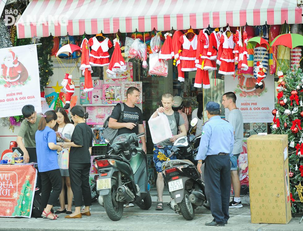 Không khí giáng sinh tràn ngập phố phường tại Đà Nẵng