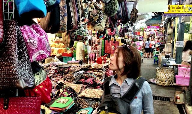 Belanja di Chatuchak Market Bangkok