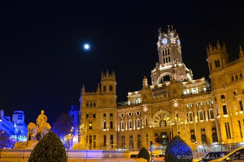 マドリード市庁舎とスーパームーン
