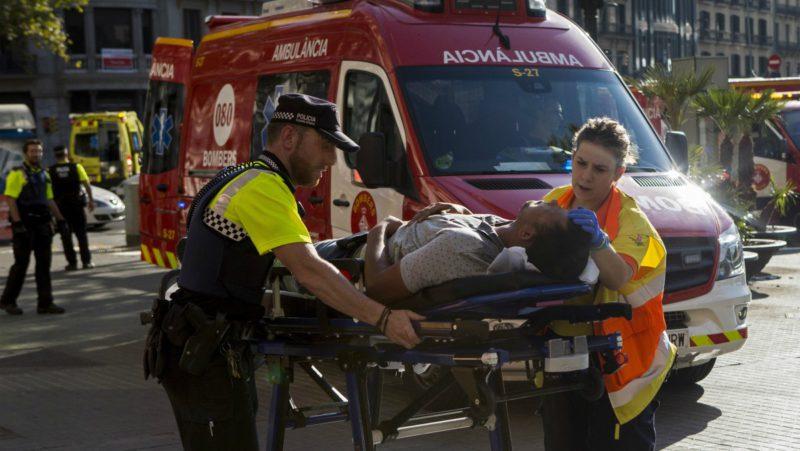La furgoneta de los terroristas ingresó descontrolada por tres cuadras de una vía peatonal turística