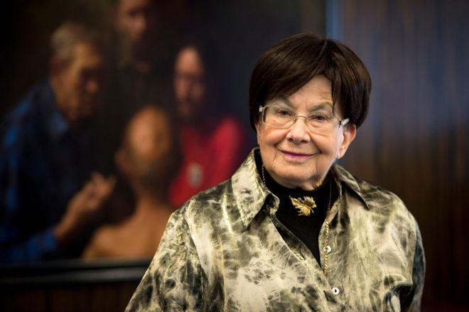 Zuzana Ruzickova: Harpsichordist and Holocaust survivor dies at 90