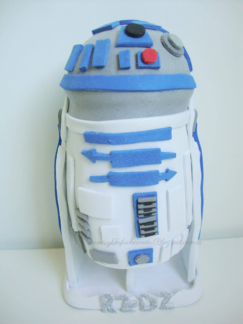 Fofucho R2-D2 con detalles en goma eva