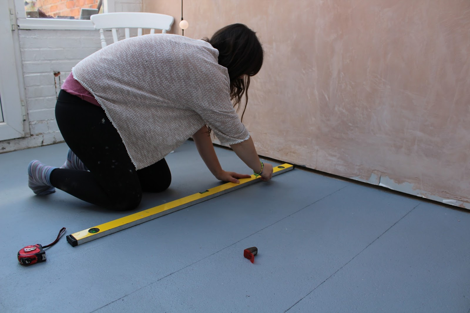 Painting a pattern on the floor