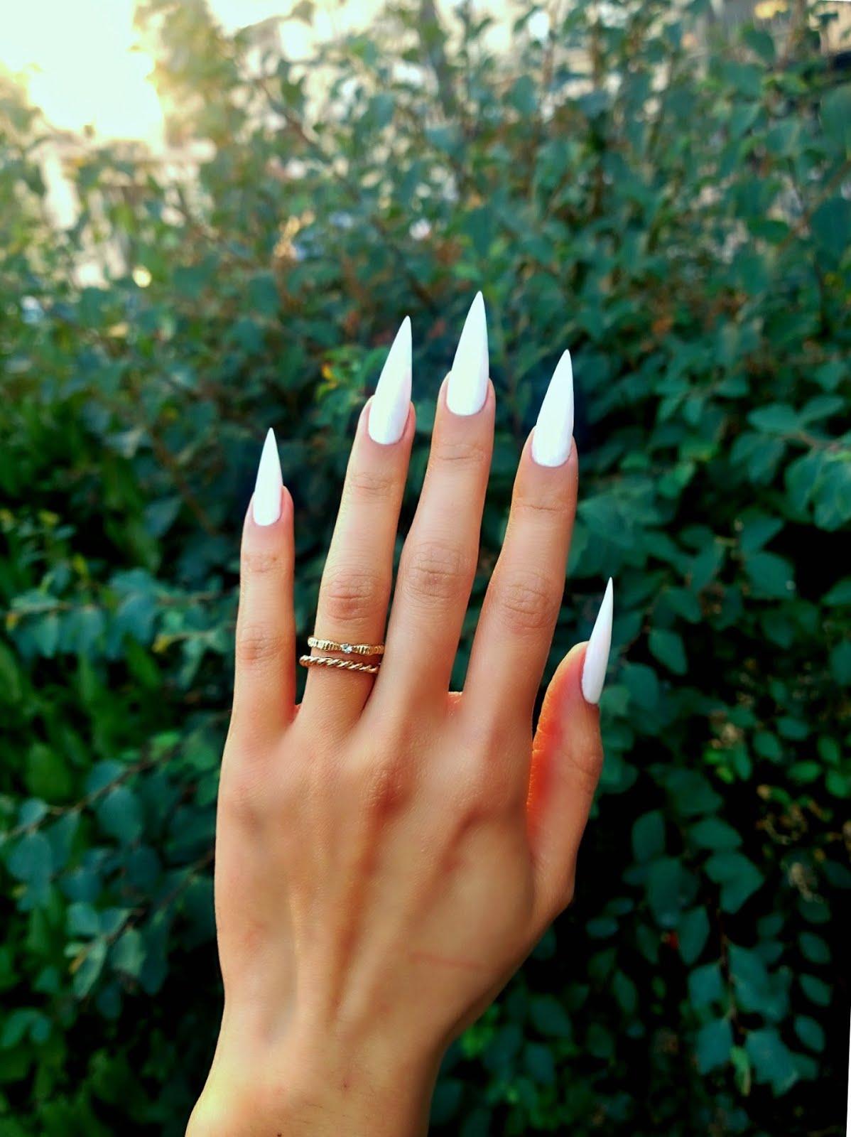 fluffy nails mes premiers stilettos blancs. Black Bedroom Furniture Sets. Home Design Ideas