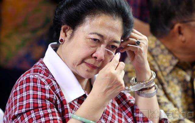 Azwar Anas Mundur, Megawati Soekarnoputri Menangis