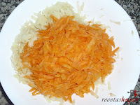 Añadiendo las zanahorias ralladas