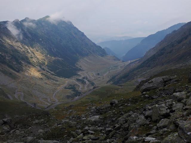 Szosa Transfogaraska widziana z gór (sierpień 2016)
