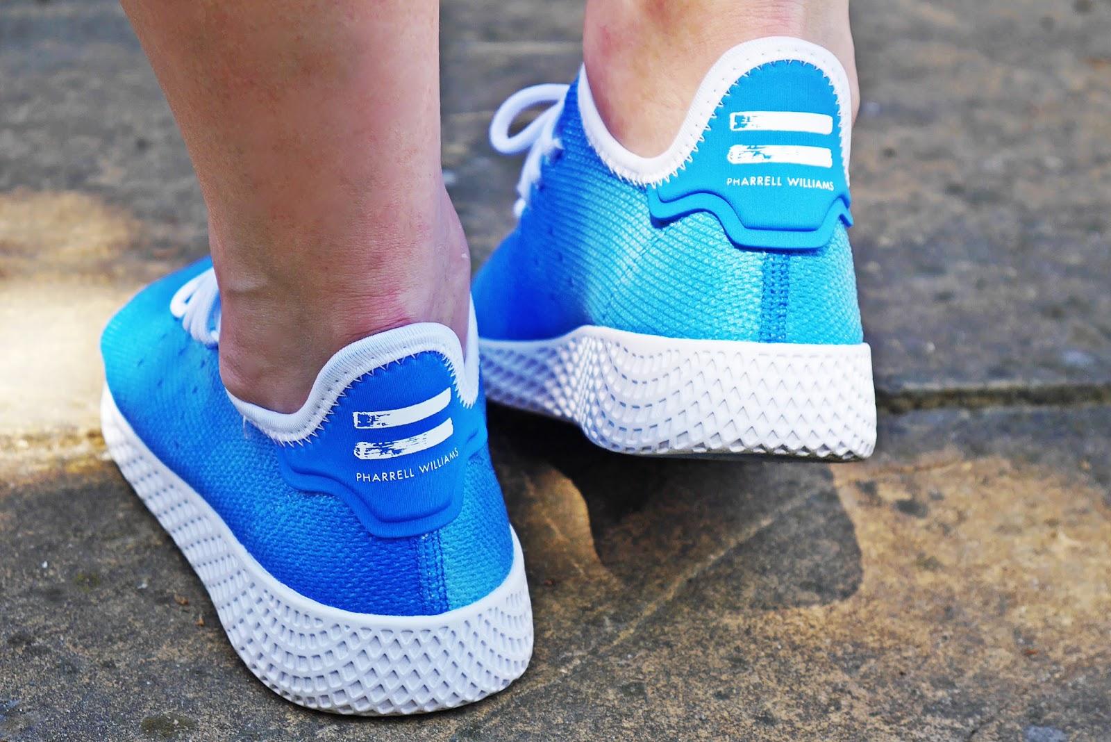 3_footway_adidas_pharell_williams_holi_hu_tennis_blue_sukienka_koronkowa-jeansowa_kurtka_140518