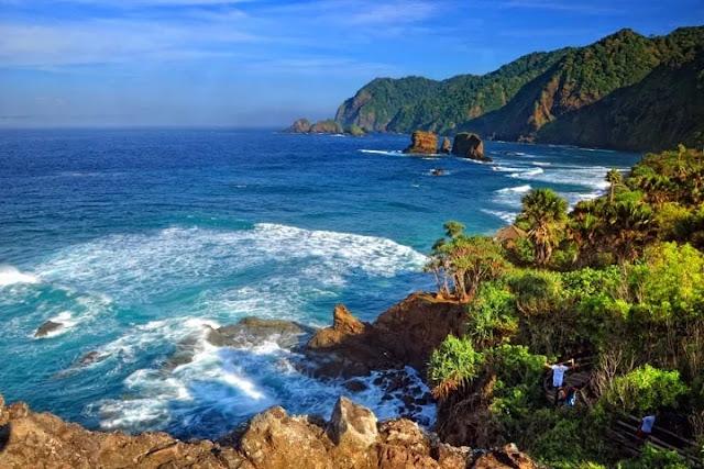 Wisata Pantai Kedung Tumpang
