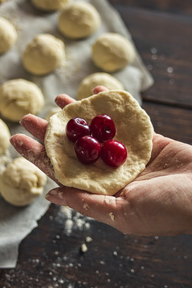 Ukrainian national dish dessert varenyky varenyk with cherries gif step-by-step recipe