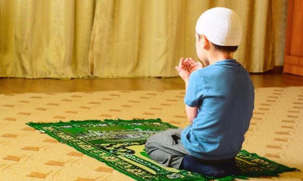 8 Tips Yangharus Dilakukan orang Tua Agar Anak Rajin Beribadah