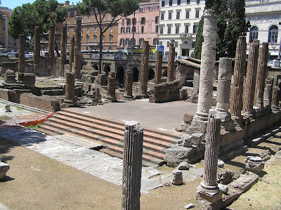 Photo by E.V.Pita 2011 / Rome: Argentina Tower, Iulius Caesar was killed here