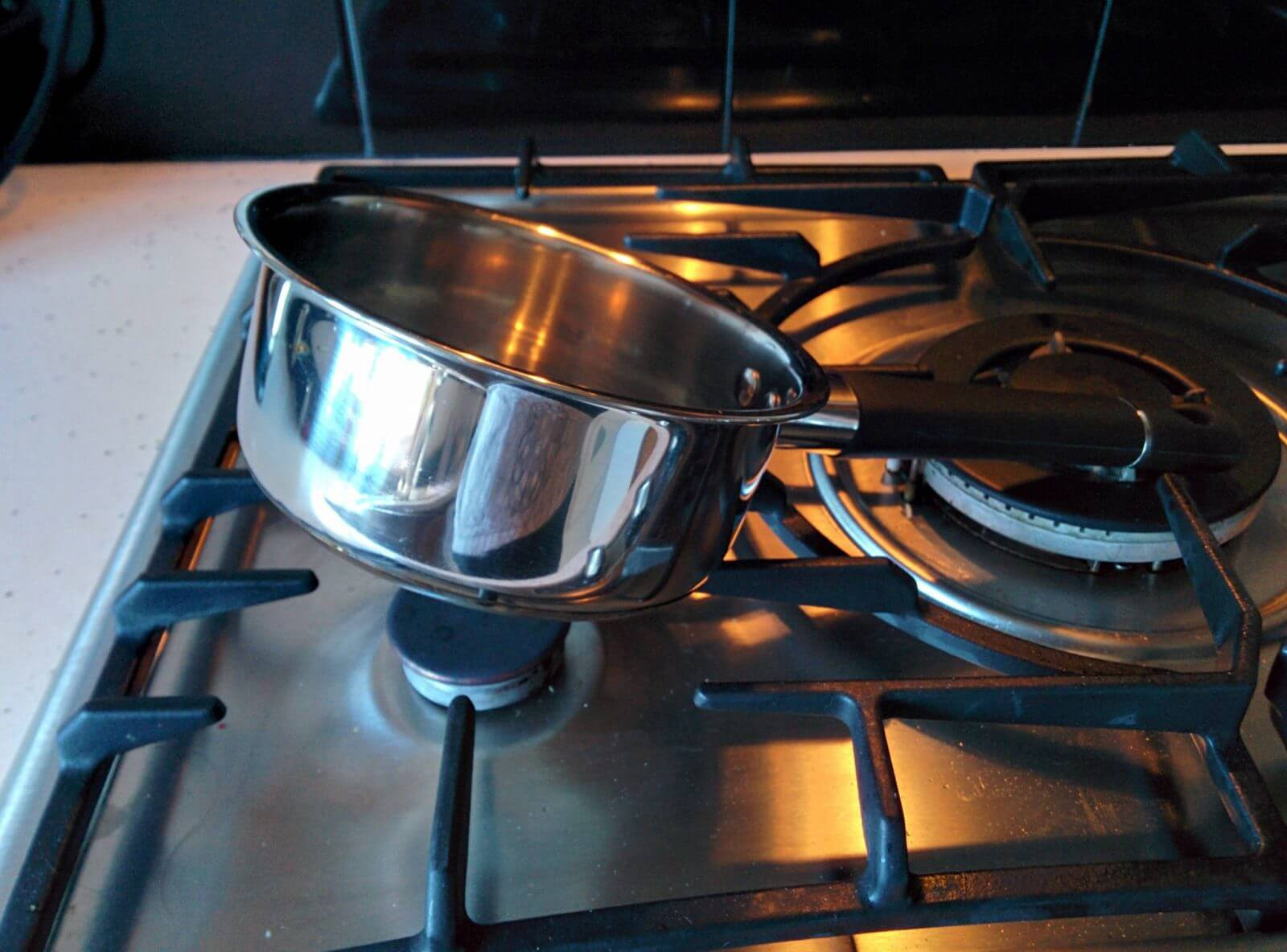 15 Hilarious Pictures Reveal How Life Can Get Unfair Sometimes - So you are in the mood to cook something. But no you can't, because the pan is not in the mood, it just wants to relax.