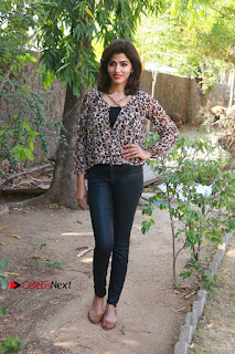 Tamil Actress Sai Dhansika at Vizhithiru Movie Press Meet Stills  0021.jpg