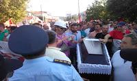 ΕΚΤΑΚΤΟ: ΜΕ ΦΕΡΕΤΡΑ υποδέχτηκαν τον ΤΣΙΠΡΑ στην Κοζάνη οι εργαζόμενοι στη ΔΕΗ...➤➕〝ΒΙΝΤΕΟ〞