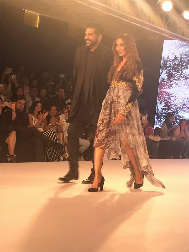 Bipasha Basu Walks The Ramp For Rocky S At Bombay Times Fashion Week 2017