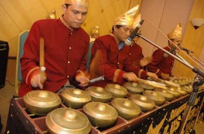 Tarian Daerah dan Alat Musik Tradisional Dalam Kesenian Adat Budaya Suku Minangkabau