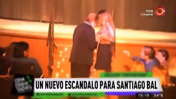 Escándalo por un sketch de Santiago Bal en el que desnuda a una joven
