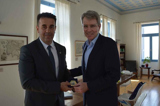 Συνάντηση γνωριμίας του Δήμαρχου Ναυπλιέων με τον Πρέσβη της Αμερικής στην Ελλάδα