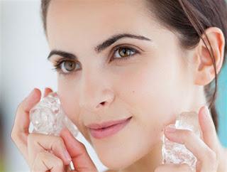 أفضل الطرق لتصغير مسامات الوجه قبل وضع المكياج
