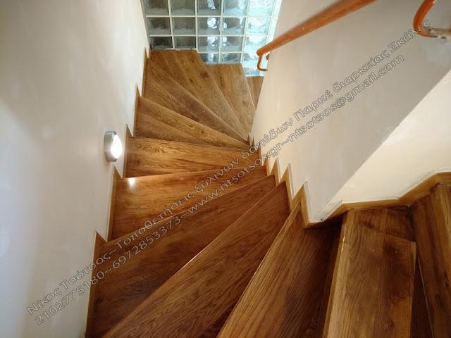 ρουστίκ ξύλινη σκάλα