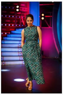 TV Anchor Anasuya Pictureshoot In Sleeveless Green Gown (2)