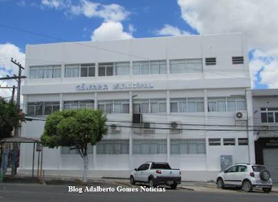 Câmara de Vereadores de Delmiro Gouveia gasta mais de R$ 23 mil com reforma e pintura do prédio