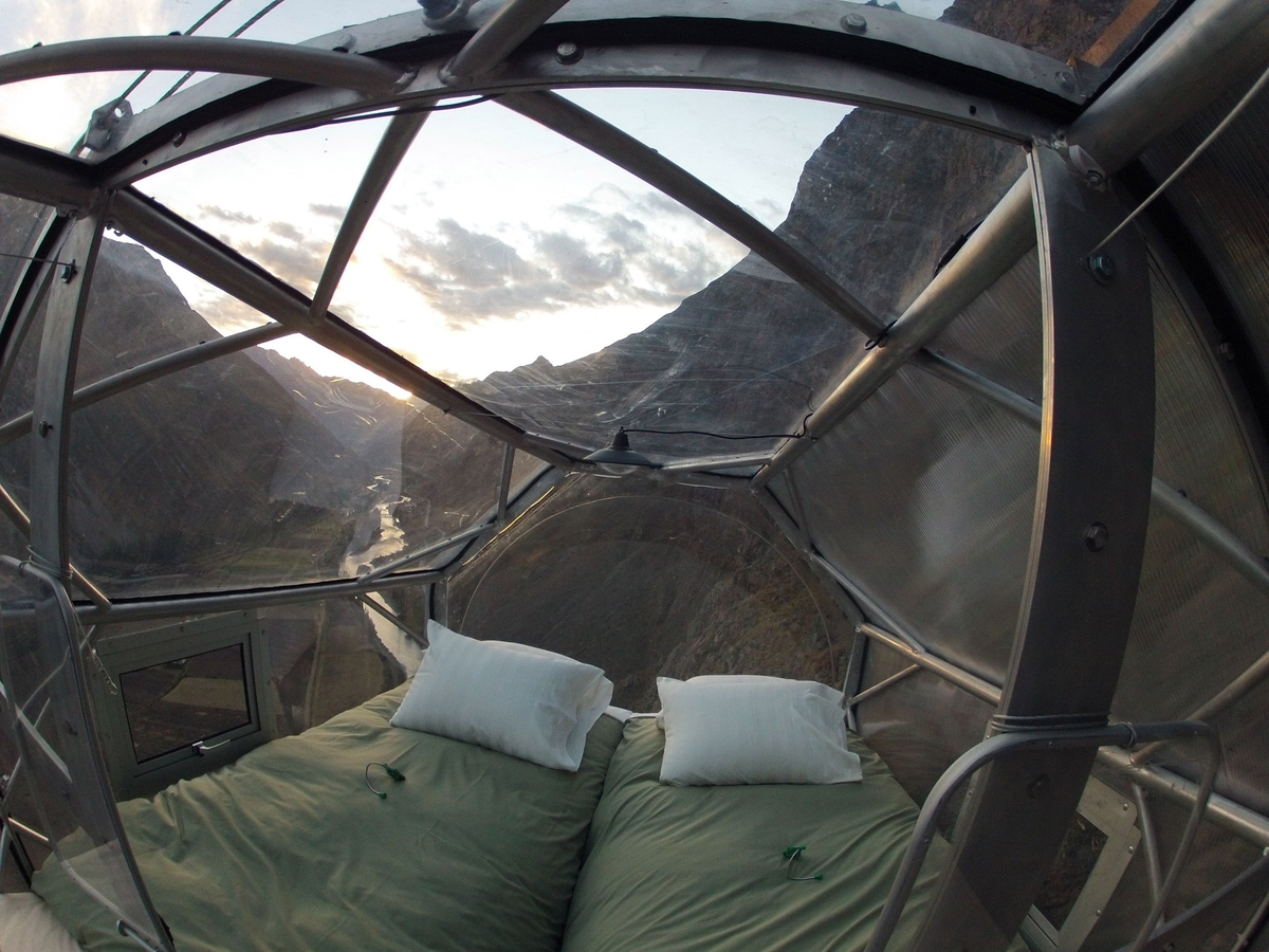 04-Architecture-with-Skylodge-Adventure-Suites-Hanging-Capsules-www-designstack-co